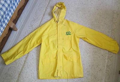 VINTAGE QUAKER STATE HOODED RAIN JACKET W/ SNAPs & ZIPPER Size SMALL
