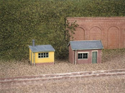 Ratio 237 Lineside Huts (1 brick, 1 wood) Plastic Kit N Gauge