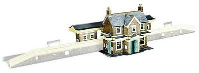 Superquick A2 Country Station (OO scale card kit)
