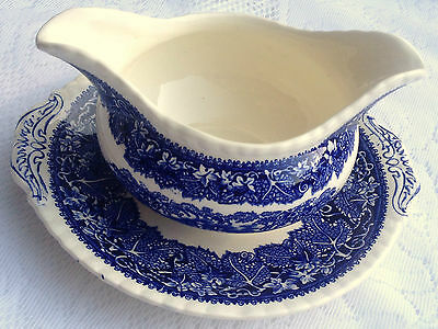 Mason's VISTA England Gravy/Sauce Boat with Attached Saucer (714)