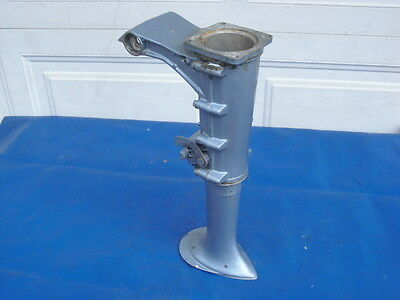 NICE 1967-1968 Evinrude/Johnsonj 3hp and 5hp Mid-Section/Exhaust With Swivel $23