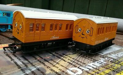 HORNBY R9293 Annie and Clarabel - Thomas & Friends Brand New & Unboxed