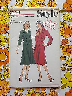 STYLE 2066 sewing pattern FACTORY FOLD 1977 vintage UNUSED retro