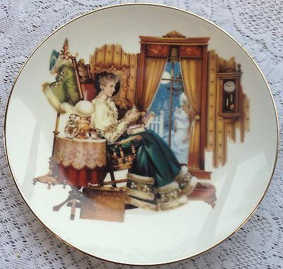 "Avon ""Mrs. Albee Tradition"" President's Club Plate 2003/2004 origin. box  295"