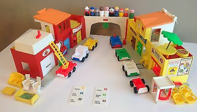 VTG Fisher Price 1973 Village Playset #997 - 100% COMPLETE WITH LETTERS + EXTRAS