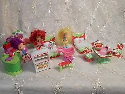 Strawberry Shortcake Lot of toys dolls, furniture & accessories