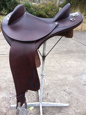 Beautiful Australian Half Breed Leather Saddle 17'' With Acessories