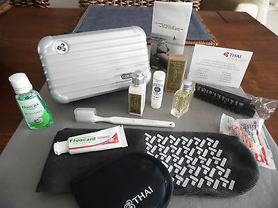 THAI AIRWAYS First Class RIMOWA Amenity Kit SILVER Trousse Neceser Kulturbeutel