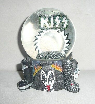 1997 Spencer Gifts Kiss Water Globe Snow Globe Glitter Excellent Condition!