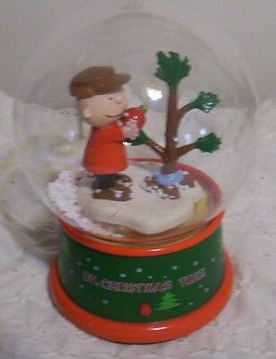 """Gemmy Charlie Brown """"Oh, Christmas Tree"""" Battery Operated Flying Snow Snow Globe"""