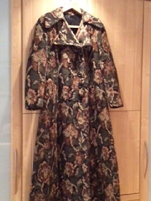 ladies tapestry style coat 1970 size 12/14