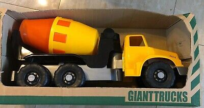 New Androni Giocattoli Giant Fire Truck for kids ages 3+ Large toy 2.5 ft long!