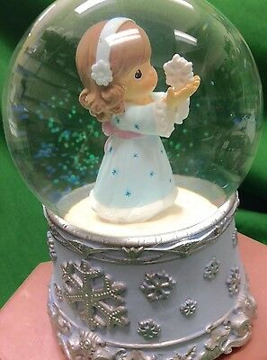 Precious Moments Girl Musical Waterball Joy To The World 100mm Snowflake Base