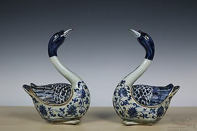Beautiful Chinese A Pair Blue and White Porcelain Swans Statue