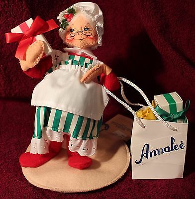 """Annalee 7"""" Mrs Santa with Presents  #5001 Dated 1993"""