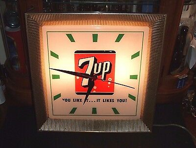 "RARE VINTAGE ORIGINAL 1960's 7- UP ADVERTISING LIGHTED CLOCK WORKS "" NICE """