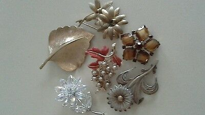 6 vintage brooches
