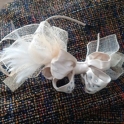 ALANNAH HILL ladies fascinator cream beige RACE DAY stunning bow feathers