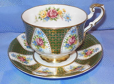 P4 Paragon Cliveden Teacup & Saucer Columns Of Cabbage Roses & Wild Flowers