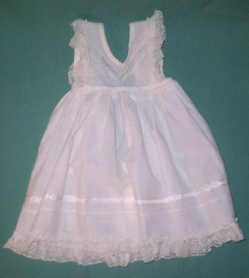 doll apron white, with lace and white borders/Germany