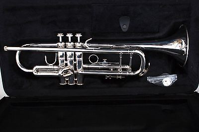 Levante LV-TR6301 Bb Professional Trumpet with Soft Case - *LIGHT MARKS*