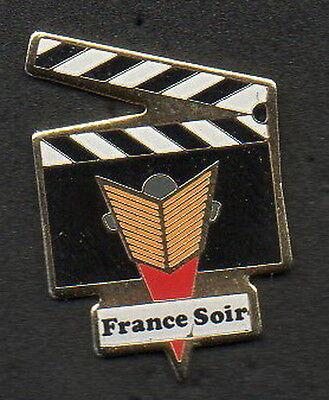 1 Pin's  France Soir Clap Fin - Qualite Collection