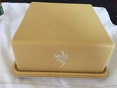 Tupperware Square High Lid Cake Taker - Harvest Gold In Vg Clean Cond.