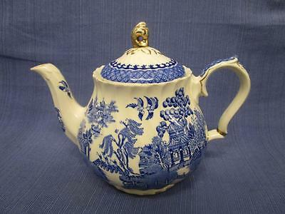 D1027 Vintage SADLER England BLUE WILLOW Teapot