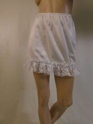 Women's White Ruffled Lace Nylon Mini Half Slip Large Waist 28-36 Length 16