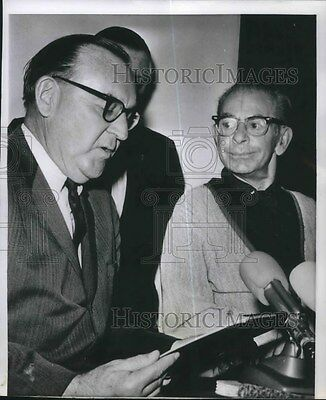 1964 Press Photo Eddie Cantor receives commends from President Lyndon Johnson
