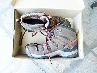 """Keen Gypsum Men's MID Hiking Boots- AS NEW- SIZE U.S. 9 - UK 8  """"AS NEW"""""""