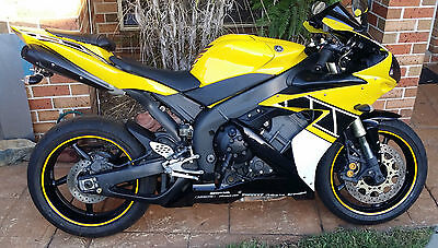 Yamaha R1 2004 excellent anniversary paint