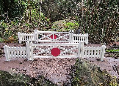 Four Large Crossing Gates And Eight Fence Panels Garden Railway Scale