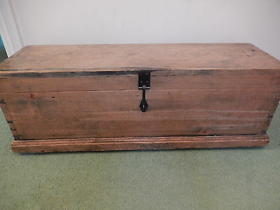 Smallish Rustic Vintage Pine Trunk / Box on Castors - collection in Hampshire