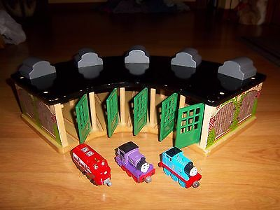Thomas & Friends Wooden Railway Tidmouth Sheds Engine Roundhouse & Trains Lot