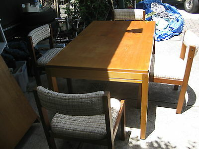 Extendable Table And 4 Padded Chairs Dining Room Lounge Patio Very Comfortable