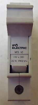 (Rs) Rs Componets Model# 418-192 Fuse Block 32 Amps 600V Rail Mount