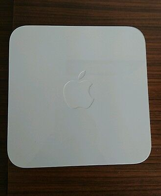 Apple Airport Extreme base station 5th Gen. ModelA1408 complete with cables.