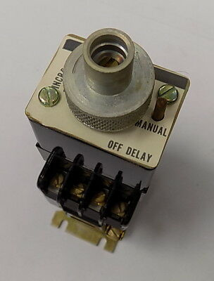 BT022F - Timing Relay Off Delay - 300V 2NO-2NC 120/110 60/50 HZ Coil 10 Amp