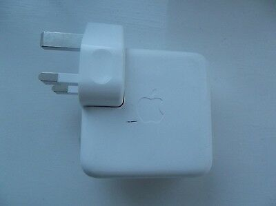 Genuine Apple iPod FireWire charger (A1070) With UK 3 Pin Plug VGC