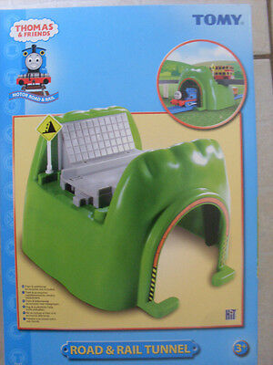 Tomy Trackmaster Thomas The Tank Engine Road And Rail Tunnel  New.