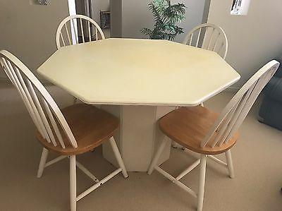 Indoor/outdoor dining table and chairs Durable Solid Plastic