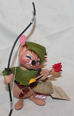 """Annalee 7"""" Robin Hood Mouse #2008 Dated 1990 Squint Eyes"""