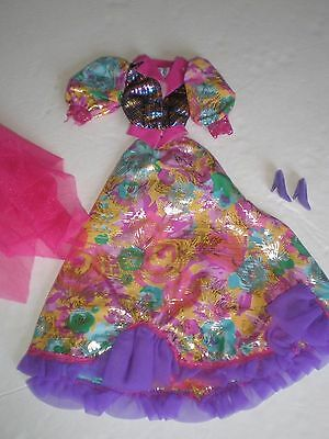 Vtg Uniqie Beautifulcolorful Gown With Shoes
