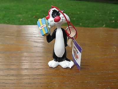 1996 Looney Tunes ( Sylvester - Present for tweety ) Christmas Ornament