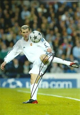 ZIDANE REAL MADRID 31 x 22 - HAND SIGNED PHOTOGRAPH WITH PHOTO PROOF