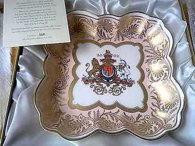 Royal Worcester Collection Limited Edition Queen Elizabeth Silver Jubilee 2002