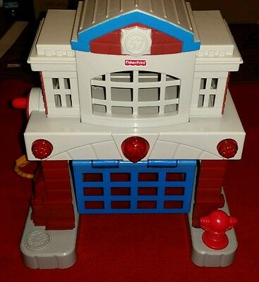 2006 Fisher Price Geo Trax BEAMTOWN FIRE STATION LIGHTS AND SOUNDS