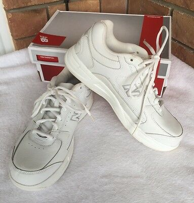 NEW BALANCE Walking Shoes Size US 9 1/2...NEW IN BOX