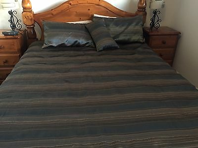 Queen Bed Quilt Cover Set With Matching Cushion